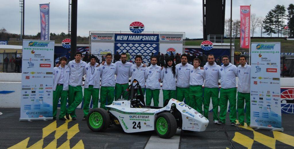 ecoR2 2011 EVO y equipo tras alzarse con la victoria en la categoría de proyecto global en el New Hampshire International Speedway de Estados Unidos en mayo de 2012.